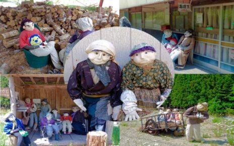 Desa Dihuni Ratusan Boneka