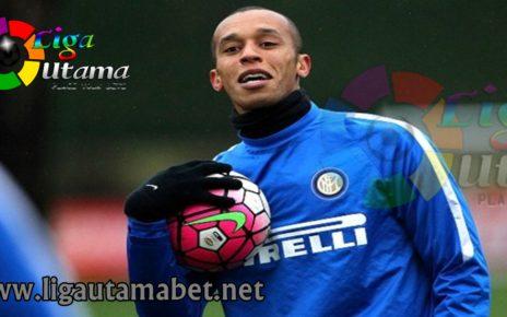 Bertahan Joao Miranda di Inter Milan