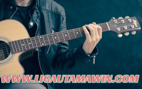 Sebab Pria yang Bisa Main Gitar Lebih Digandrungi Wanita
